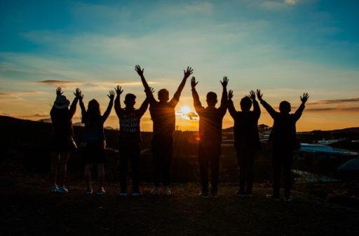 amizade agradecendo ao Sol